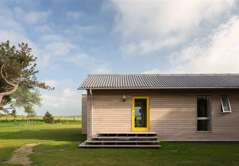 SLH990 is a beautiful coastal beach house location on the norfolk coast with modern contemporary interiors within a short walk of the beach.